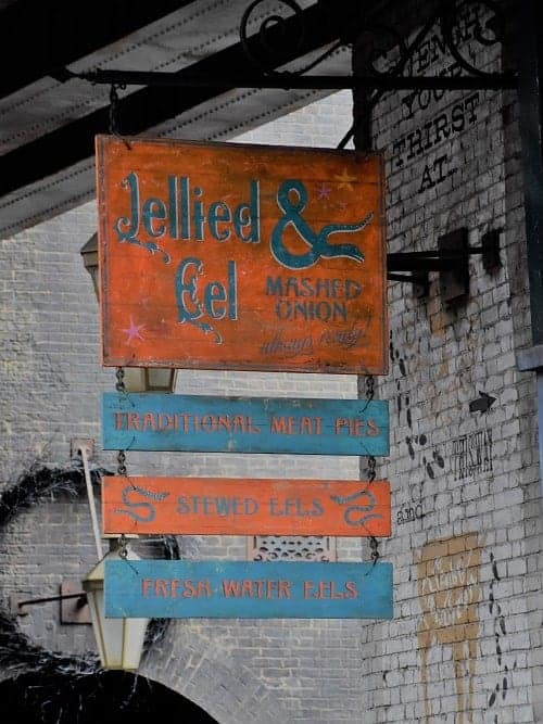 Fanciful food at the wizarding worlds of harry potter traveling jellied eels and mashed onions diagon alley solutioingenieria Images